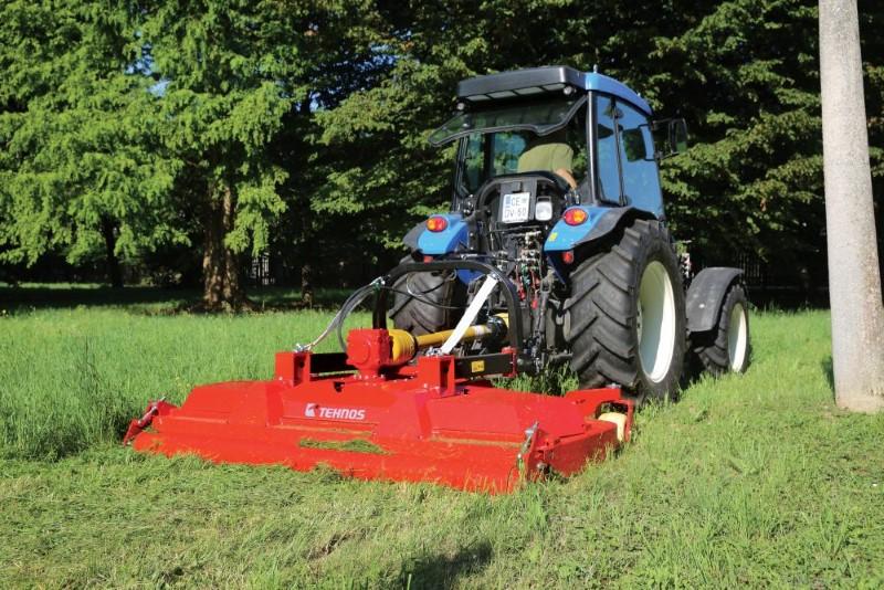 Kreiselmulchgerät werden hinter einem Traktor angebaut